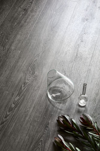 LVT vinyylilankku Midnight Oak